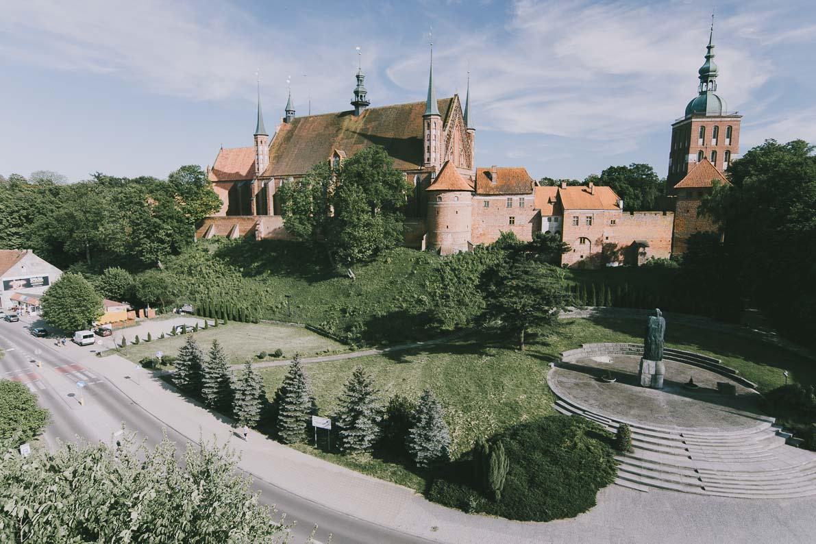 Atrakcje-Fromborka pomnik Kopernika