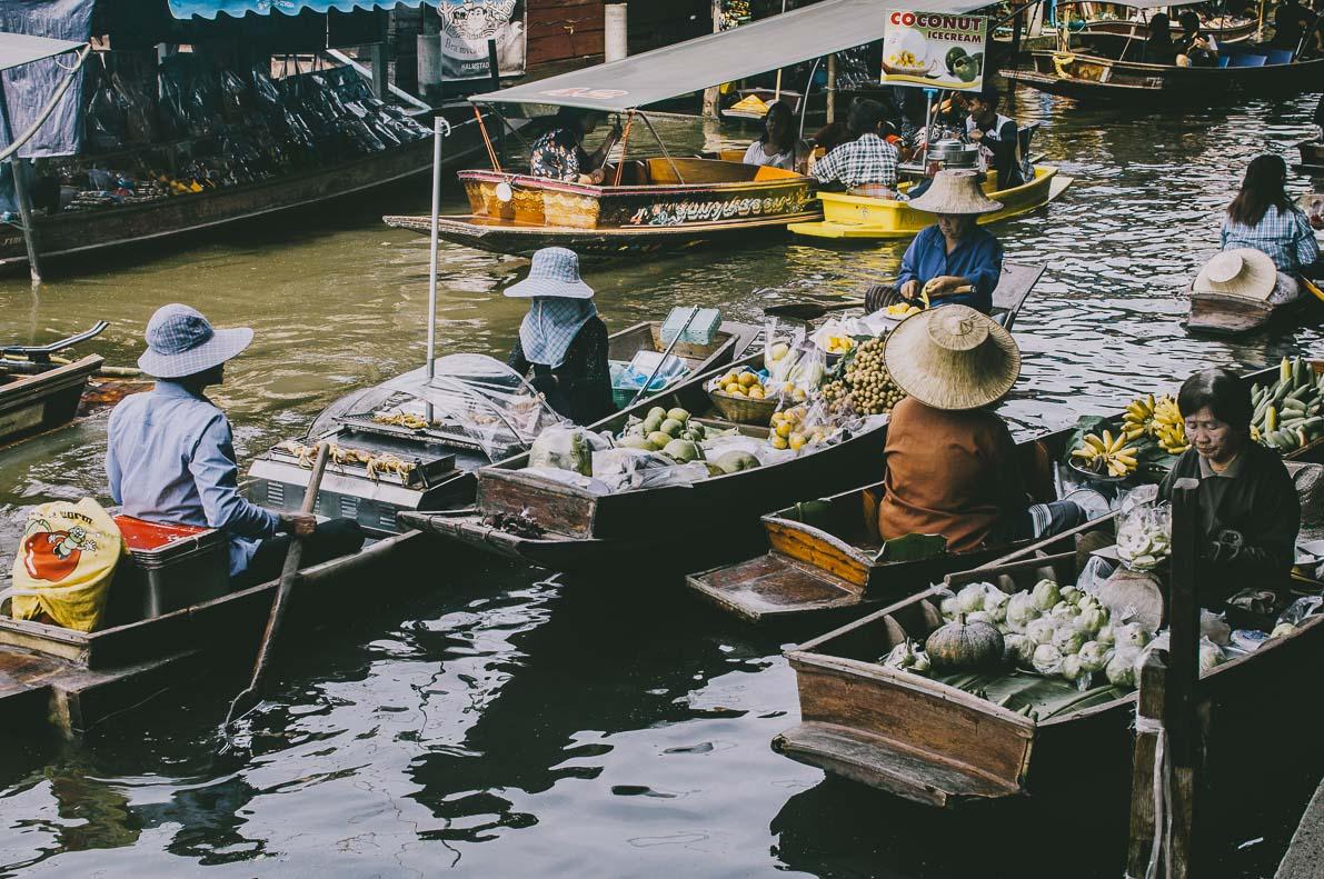 Floating-market-Damnoen-Saduak łodzie ztowarem