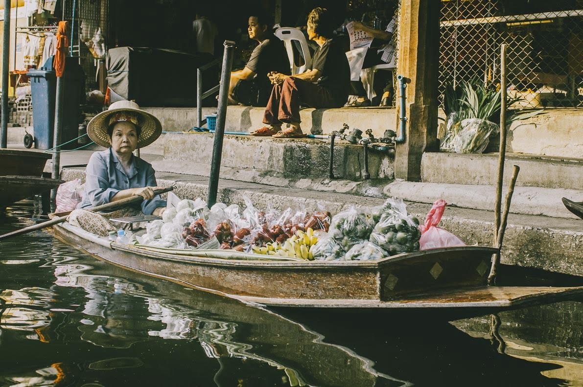 Floating-market-Damnoen-Saduak łódź zowocami