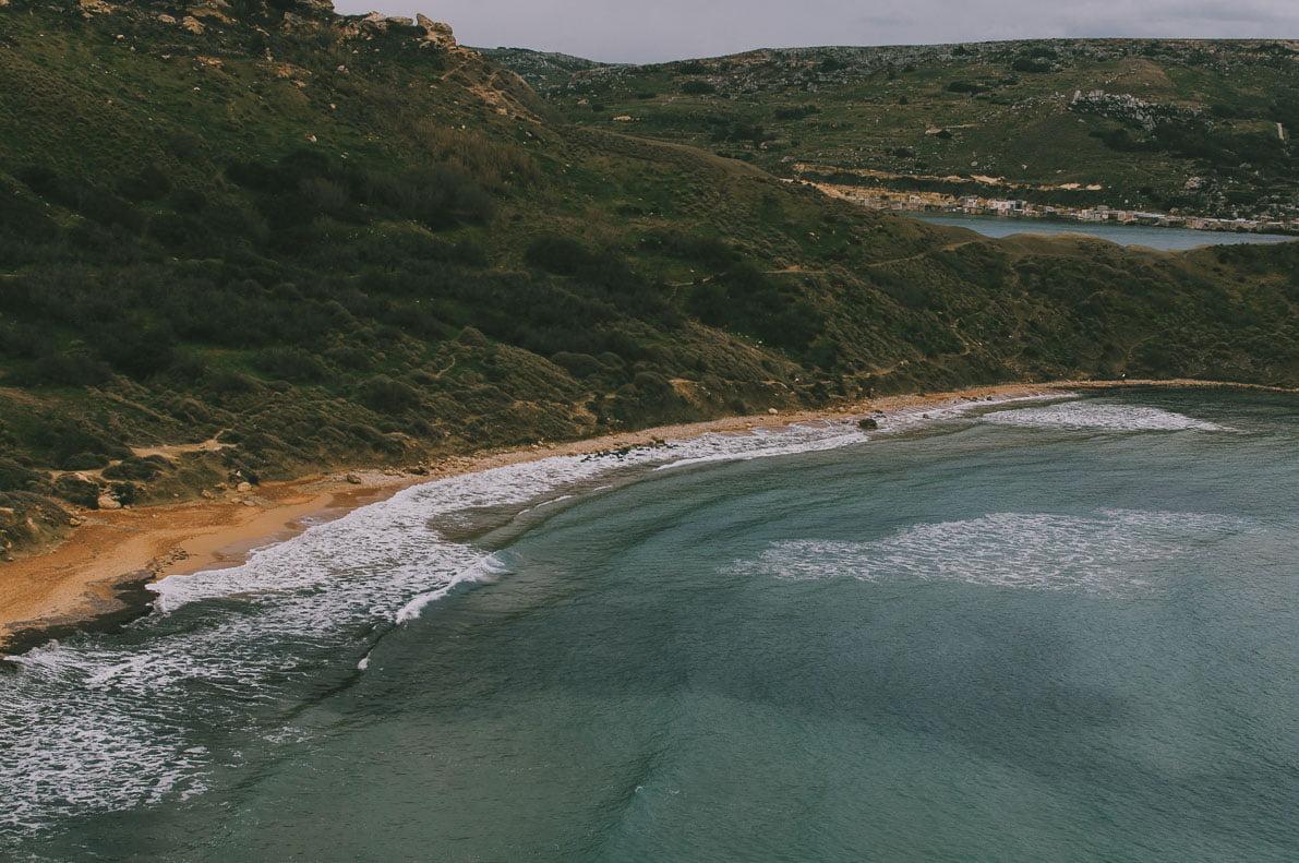Malta-10-miejsc plaża Golden Bay