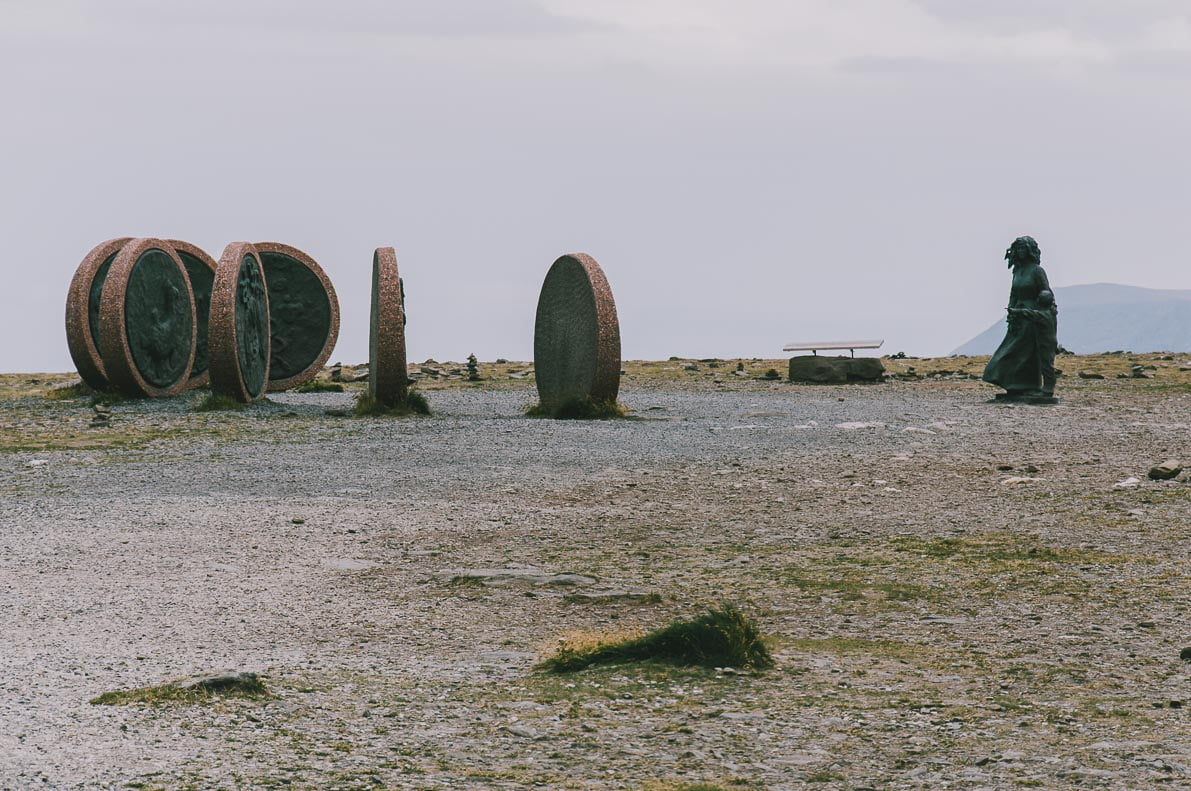 Nordkapp-samochodem Pomnik Nadziei iSzczęścia