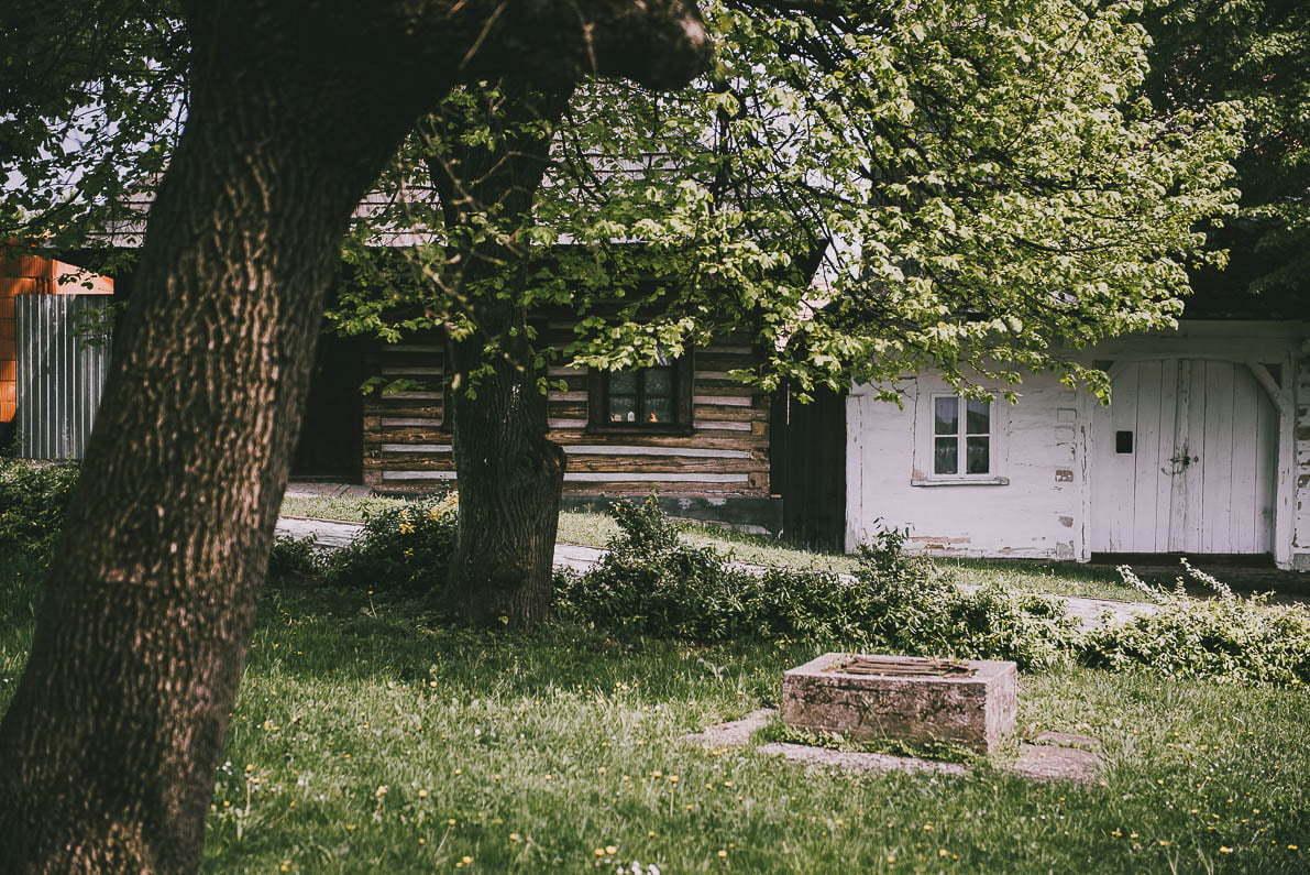 Atrakcje Lanckorony - stare chaty narynku