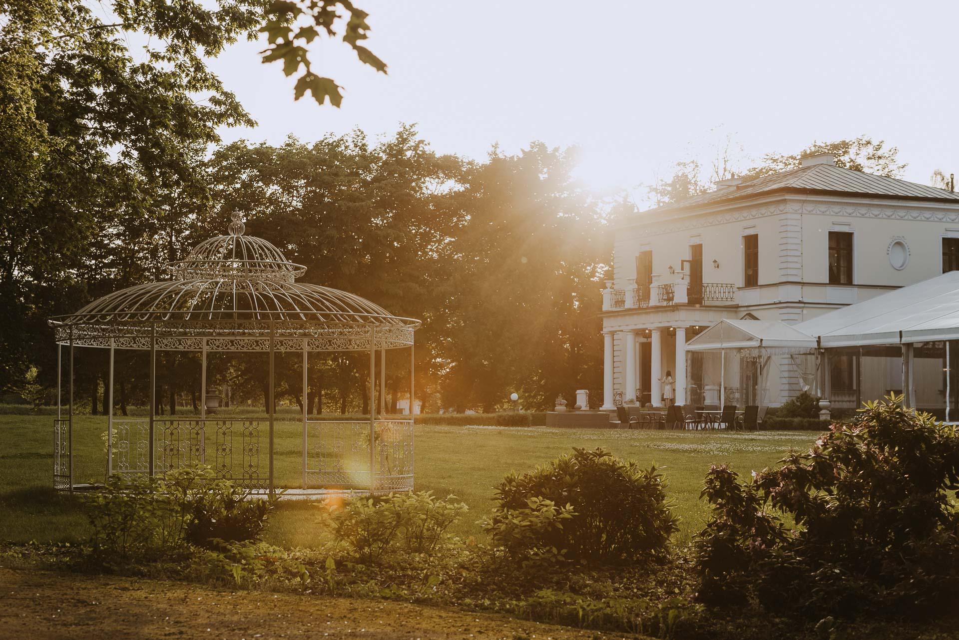 Pałac Rozalin – stylowe miejsce wokolicach Warszawy